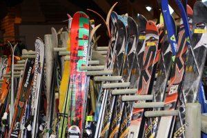 bourse aux skis 300x200 - Déchets : des lieux qui en font une vraie richesse - Hopika - Tourisme éco responsable en Haute-Savoie